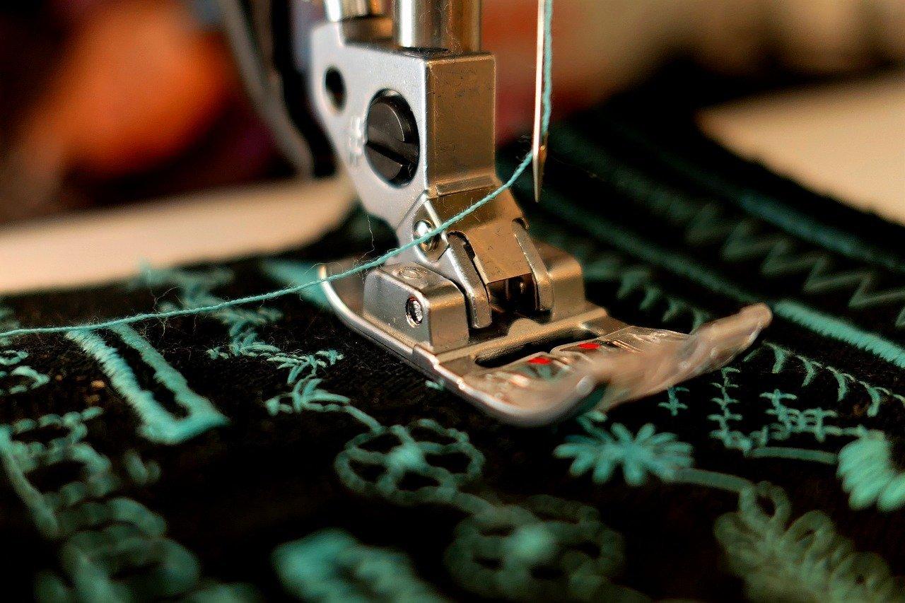 sewing machine presser foot close up