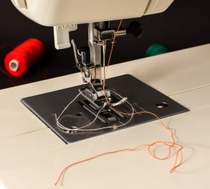 how to thread a brother sewing machine featured image